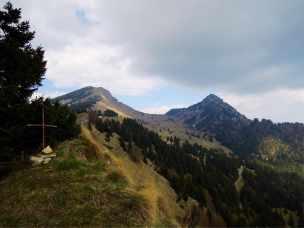 Passo Tremalzo, rechts hinten der Corno della Marogna durch den der Tunnel führt